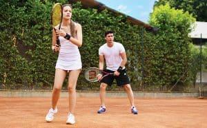 personnes jouent à tennis