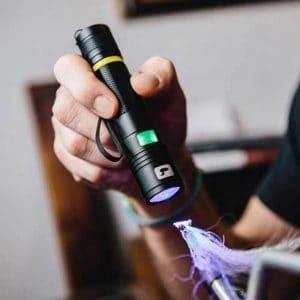 utiliser une lampe UV