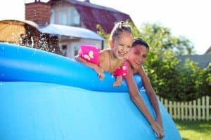 piscine autoportée et enfants