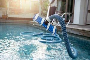 balai de piscine moderne