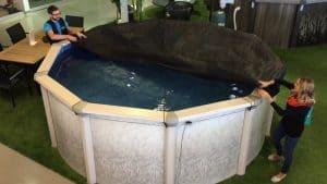 mettre une bâche d'hiver pour piscine