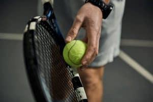 raquette de tennis et balle